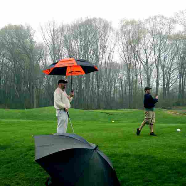 how-to-play-golf-comfortably-in-the-rain
