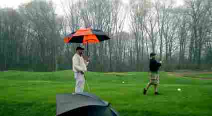 an in-depth review of how to play golf in the rain comfortably.